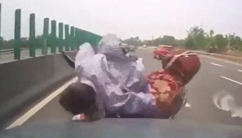Phóng ngược chiều trên cao tốc, người đàn ông gặp cái kết bi thảm