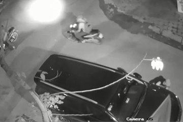 Toyota Fortuner bị trộm vặt gương và logo trong nháy mắt