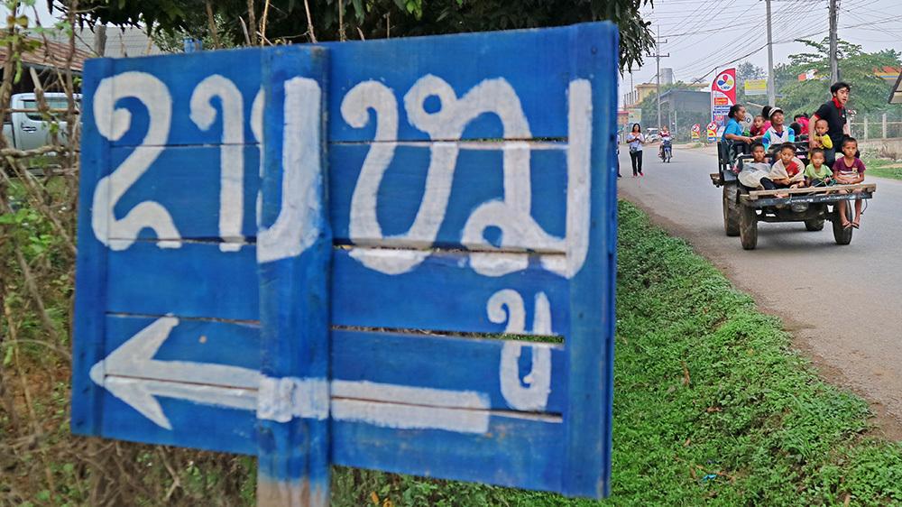 Giao thông kỳ lạ ở Lào