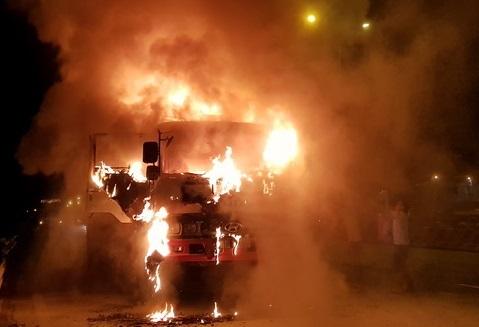 Liên tiếp cháy xe ô tô, kinh nghiệm phòng tránh