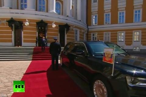 Putin cưỡi siêu xe
