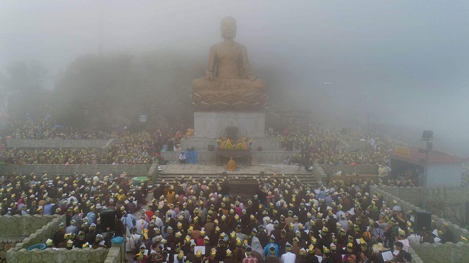 Gần 4.000 phật tử hành hương về Yên Tử