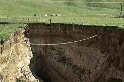 """""""hố tử thần"""" khổng lồ ở New Zealand"""