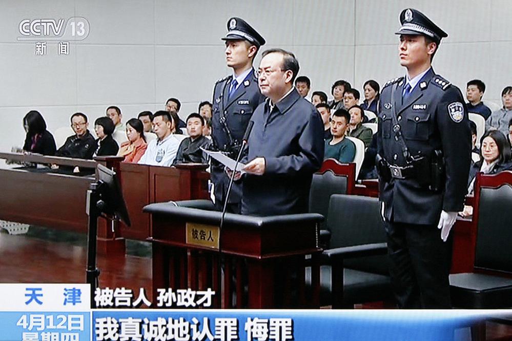 Cựu ủy viên Bộ Chính trị  TQ bị tù chung thân