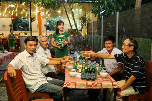 Thưởng bia ở Cố đô: Còn dịp nào hợp hơn Festival Huế?