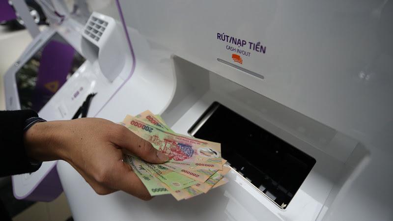 Ngân hàng đồng loạt tăng phí: Siết tài khoản, chặn khách thu tiền