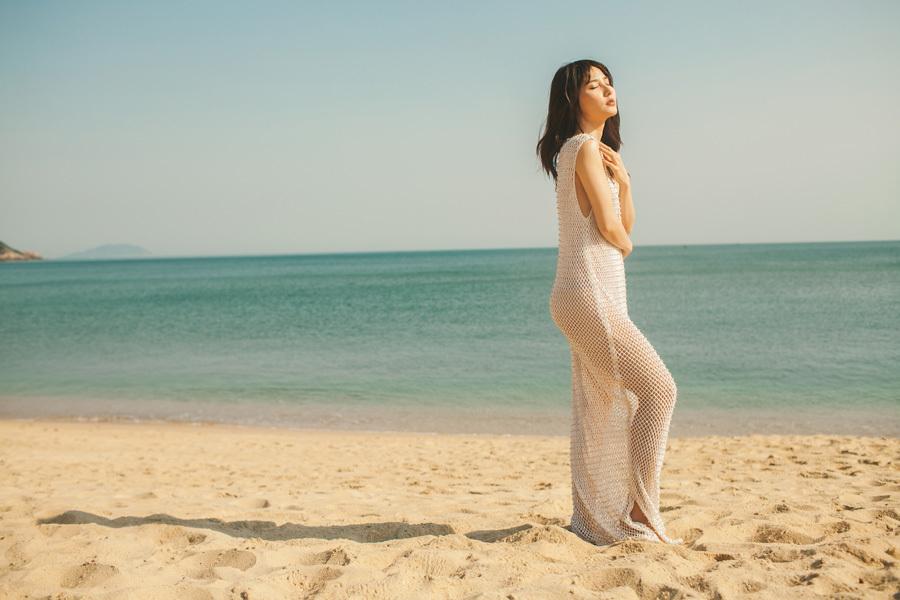 Diễm My 9X diện váy mỏng tang gợi cảm