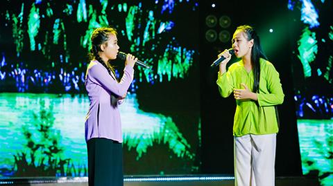 Tuyệt đỉnh song ca nhí: Quỳnh Anh – Bảo Hân gây xúc động với ca khúc Mẹ ơi mai con về