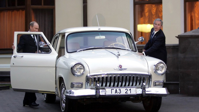 """Dàn xe """"khủng"""" phục vụ các đời Tổng thống Nga"""