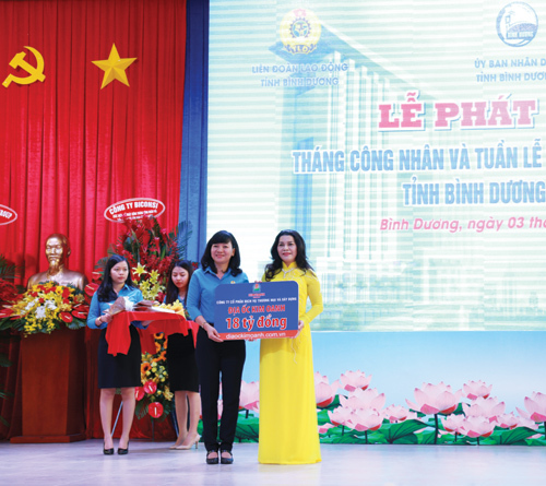 Quỹ Từ thiện Kim Oanh trao 18 tỉ đồng xây trường học