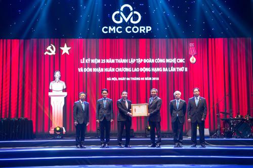 CMC nhận Huân chương Lao động hạng Ba