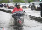 Những thói quen xấu khi tham gia giao thông mùa mưa