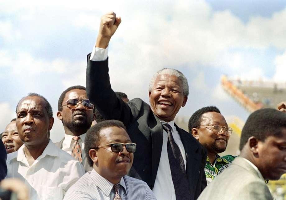 'Tù nhân vĩ đại' trở thành tổng thống da đen đầu tiên của Nam Phi