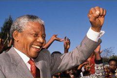 """""""Tù nhân vĩ đại"""" trở thành tổng thống da đen đầu tiên của Nam Phi"""