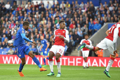Mất người sớm, Arsenal thua bẽ bàng Leicester