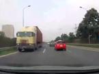 Xe container ngang nhiên phóng ngược chiều trên Đại lộ Thăng Long