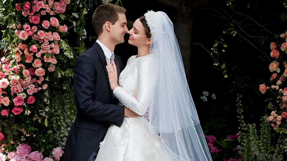 Thiên thần nội y Miranda Kerr sinh con trai cho chồng tỷ phú