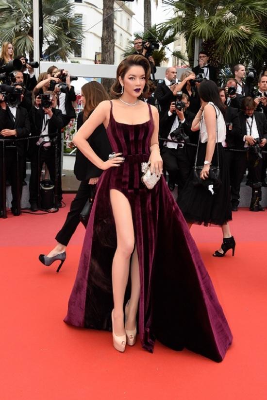 Ngày thứ 3 ở Cannes, Lý Nhã Kỳ đổi phong cách quý phái