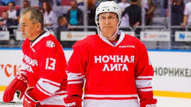 Xem Putin trổ tài chơi khúc côn cầu