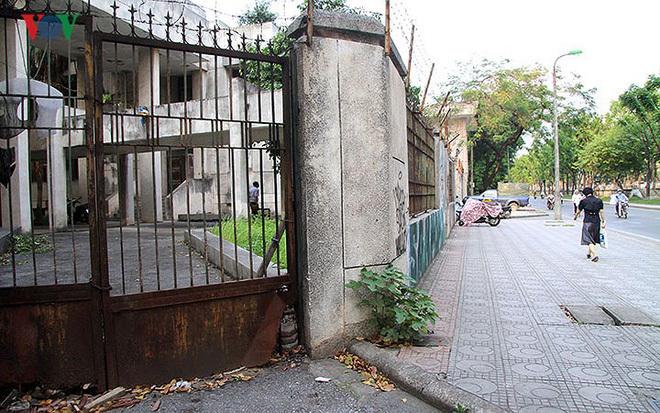 Cận cảnh ngôi nhà số 300 Kim Mã bỏ hoang suốt 27 năm qua