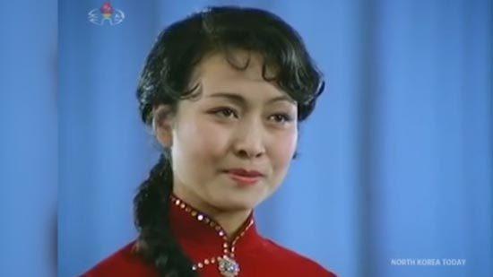 Lãnh đạo Trung - Triều xem bà Bành Lệ Viện biểu diễn