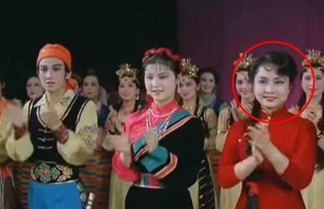 Video hiếm lãnh đạo Trung - Triều xem vợ ông Tập biểu diễn
