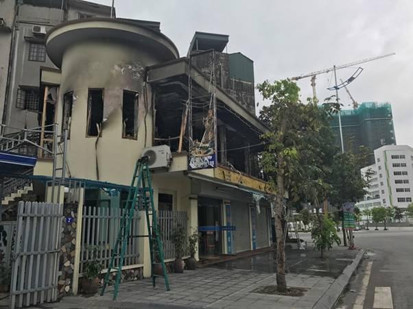 Nhà hàng ở Hồng Gai bốc cháy đùng đùng