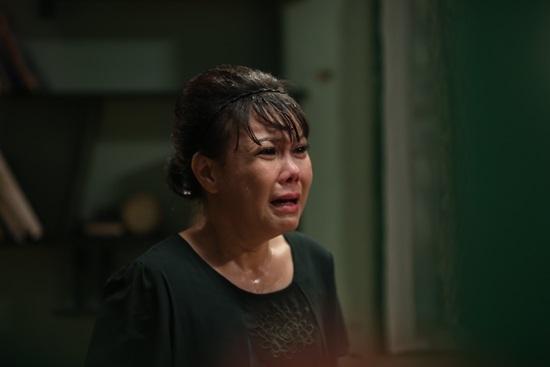 Việt Hương xúc động vì món quà của chồng lúc nửa đêm