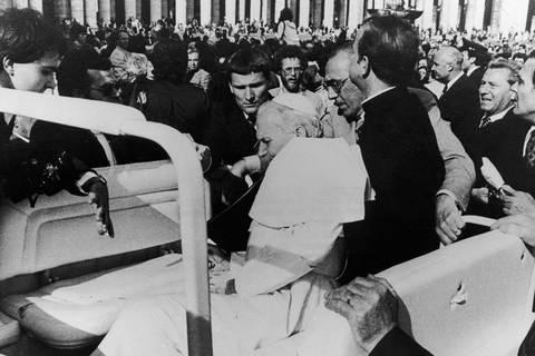 Giáo hoàng John paul II bị ám sát hụt