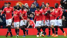 MU đắng lòng với Mourinho, Fellaini cười đắc ý