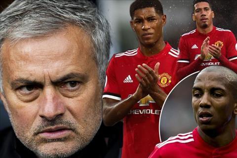 Sao MU 'hóa đá' vì cơn thịnh nộ của Mourinho