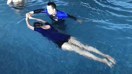 Kẻ rình mò trong phòng thay đồ theo lời kể của HLV bơi lội