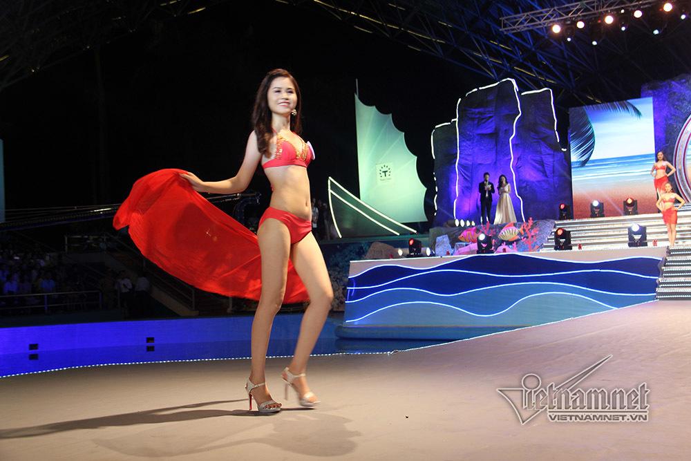 Dàn người đẹp Hạ Long diện bikini khoe thân hình bốc lửa