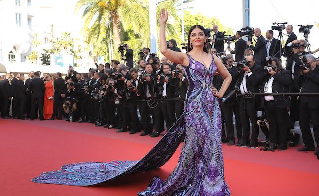 Hoa hậu của các hoa hậu Aishwarya Rai đã xuất hiện là nổi bần bật