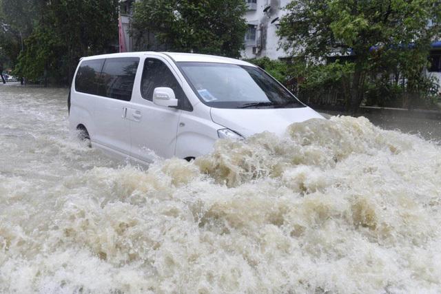 xe ngập nước,kỹ năng lái xe,kinh nghiệm lái xe