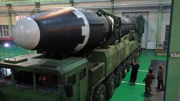 Triều Tiên,hạt nhân,Mỹ,IS,tấn công bằng dao,đánh bom