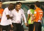"""""""Vỗ mặt"""" trọng tài, bầu Thuỵ lấp lửng trở lại V-League"""