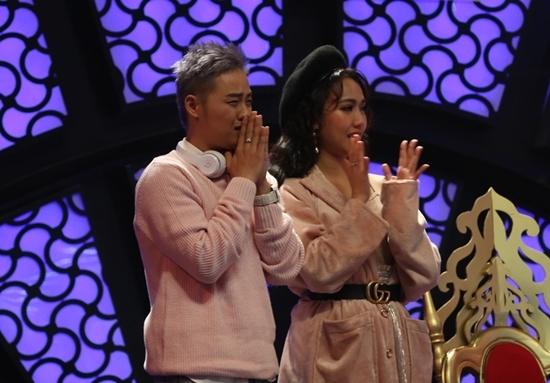 MC Ốc Thanh Vân khóc khi nghe Vicky Nhung hát