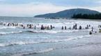 Chồng trẻ chết đuối, vợ mang bầu nguy kịch khi tắm biển