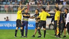 """Hà Nội FC nhận """"mưa"""" án phạt, HAGL chỉ bị phạt tiền"""