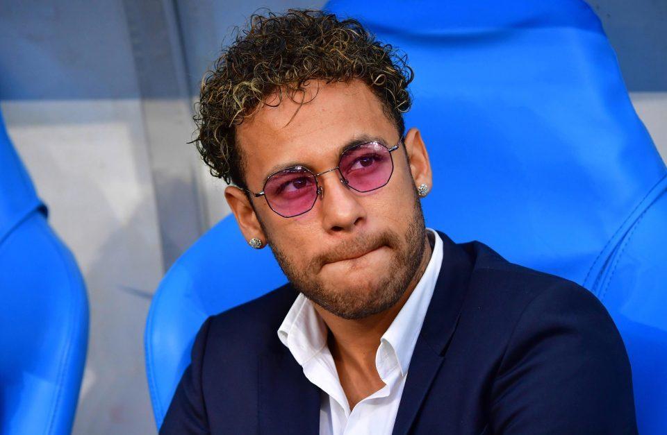MU vung 200 triệu bảng cướp Neymar, Martial bất ngờ 'đổ bệnh'