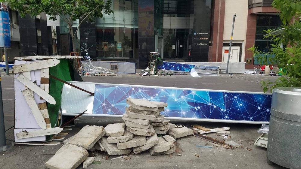 phố đi bộ Nguyễn Huệ,cổng chào đổ sập,Sài Gòn