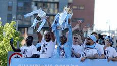 Man City rước cúp hoành tráng ăn mừng chức vô địch