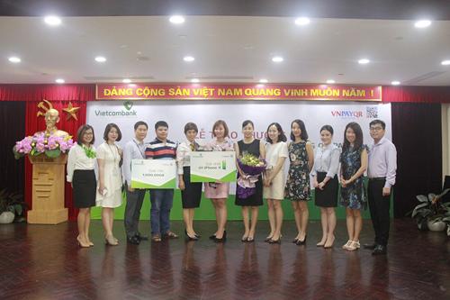 Buổi lễ diễn ra với sự có mặt của đại diện ngân hàng Vietcombank, tập đoàn Red Sun, công ty VNPAY và các khách hàng tham gia chương trình