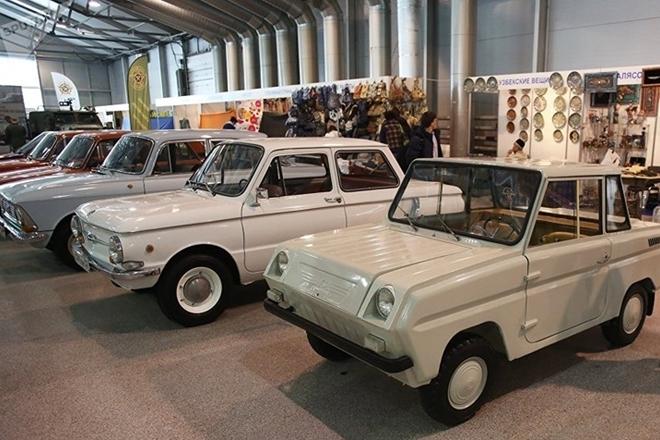 Ngắm dàn xe hơi vang bóng một thời của Liên Xô