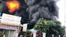 Cháy công ty, cả khu dân cư náo loạn