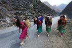 Hà Giang: Tỉnh nghèo phải cứu trợ, xây trụ sở ngàn tỷ