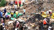 Hàng trăm dân TQ đào trộm thịt tiêu hủy sát biên giới VN