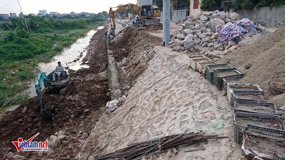 Hà Nội: Đường chưa bàn giao đã sạt lở cả chục mét sau 1 trận mưa