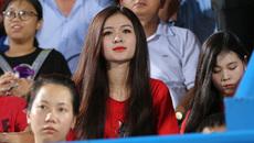 """Fan nữ đẹp như thiên thần hâm nóng """"nội chiến U23 Việt Nam"""""""